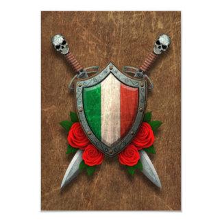 Bouclier et épées italiens âgés de drapeau avec invitations