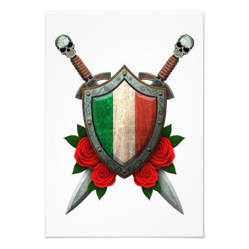 Bouclier et épées italiens usés de drapeau avec de invitations