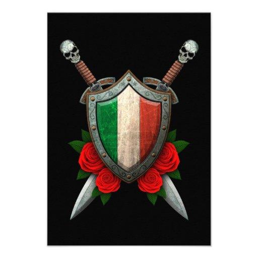 Bouclier et épées italiens usés de drapeau avec de invitations personnalisées