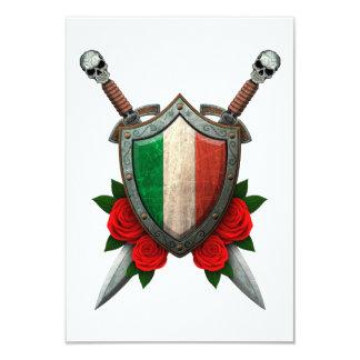 Bouclier et épées italiens usés de drapeau avec invitations