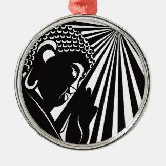 Bouddha a soulevé la main avec le cercle de rayons ornement rond argenté
