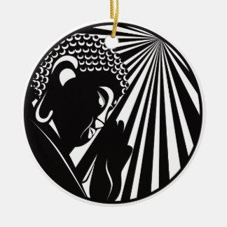 Bouddha a soulevé la main avec le cercle de rayons ornement rond en céramique