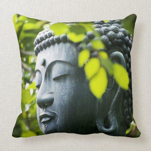 Bouddha dans le jardin de temple de senso ji coussin zazzle for Bouddha dans un jardin