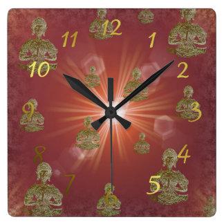 Bouddha en nuages dans la couleur numérique horloge carrée
