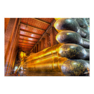 Bouddha étendu géant à l'intérieur de temple, Wat  Affiches