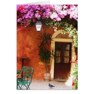 Bouganvillée s'élevant en dehors d'une maison, carte de vœux