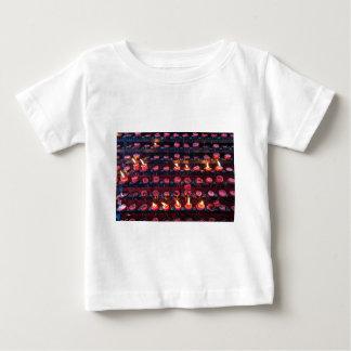 Bougies brûlantes de basilique de Père Noël Nino T-shirt