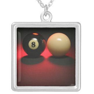 Boule 8 et boule de réplique pendentif carré