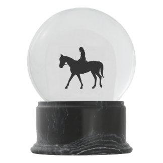 Boule À Neige Fille sur le cheval