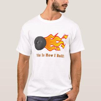 Boule de bowling avec des flammes t-shirt