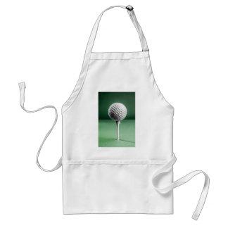 Boule de golf sur la pièce en t tablier