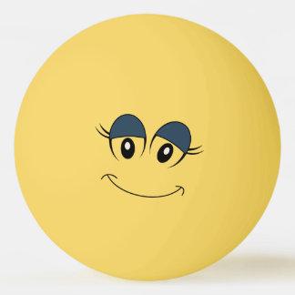Boule de ping-pong souriante de visage de fille balle tennis de table