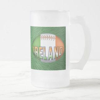 Boule de rugby de l'Irlande Frosted Glass Beer Mug