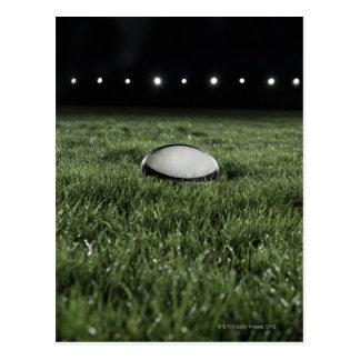 Boule de rugby se reposant sur le lancement carte postale