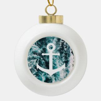 Boule En Céramique Ancre nautique sur l'arrière - plan de photo