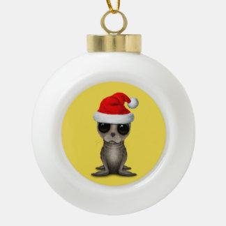 Boule En Céramique Bébé phoque utilisant un casquette de Père Noël