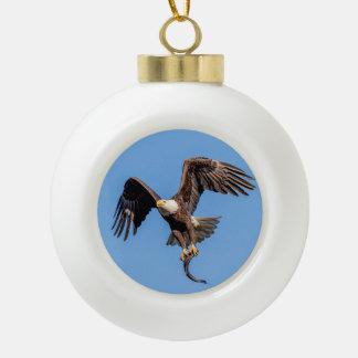 Boule En Céramique Eagle chauve avec un poisson