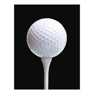 Boule et pièce en t de golf sur le noir - modèle prospectus 21,6 cm x 24,94 cm