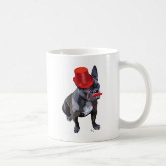 Bouledogue français avec le chapeau et la mug