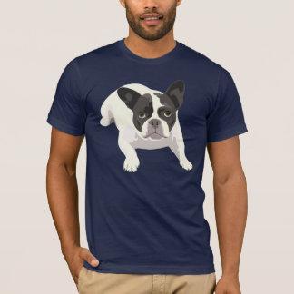 Bouledogue français noir et blanc mignon sur le t-shirt