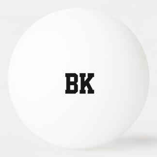 Boules de ping-pong initiales décorées d'un balle de ping pong
