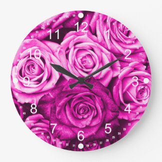 Bouquet rose assez magenta de fleur de roses grande horloge ronde