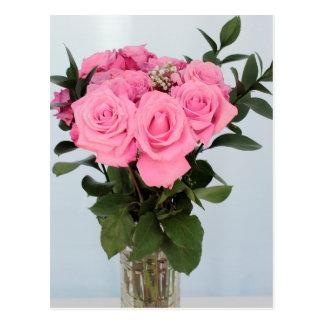 Bouquet vibrant de beaux roses roses carte postale