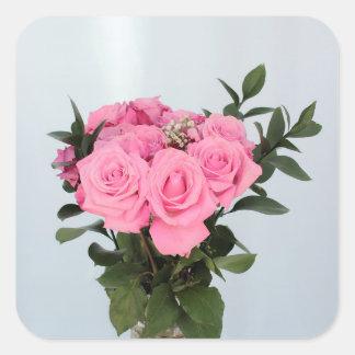 Bouquet vibrant de beaux roses roses sticker carré