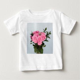 Bouquet vibrant de beaux roses roses t-shirt pour bébé