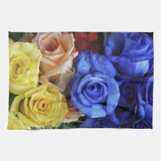Bouquets assortis de rose frais serviette éponge