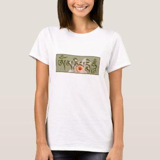 Bourdonnement de l'OM Mani Padme - vert T-shirt