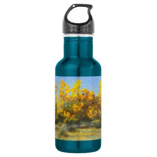Bouteille d'eau jaune d'or d'arbres d'automne