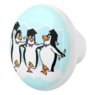 Bouton De Porte En Céramique Pingouins de graduation de bande dessinée mignonne