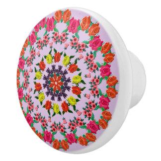 Bouton en céramique de motif floral coloré de
