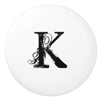 Boutons en céramique blancs de monogramme vintage