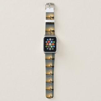 Bracelet Apple Watch Montre gris-clair à la mode   de bateau à voile