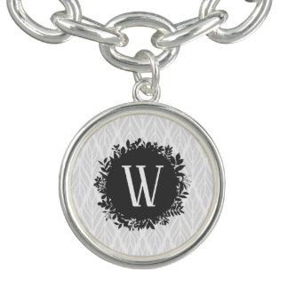 Bracelet Avec Breloques Monogramme feuillu gris-clair et blanc de motif
