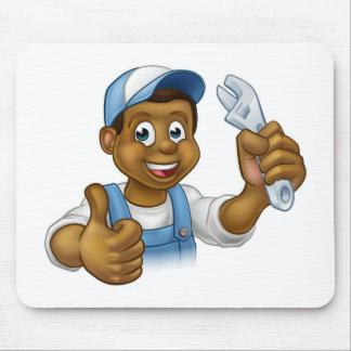 Bricoleur noir de mécanicien ou de plombier tapis de souris