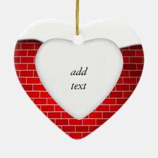 Brique rouge avec la dérive de neige - dessus de ornement cœur en céramique
