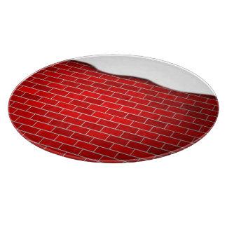 Brique rouge avec la dérive de neige - dessus de planches à trancher