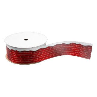 Brique rouge avec la dérive de neige - dessus de ruban gros-grain