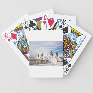 Brise-lames sur la côte de mer baltique jeu de poker