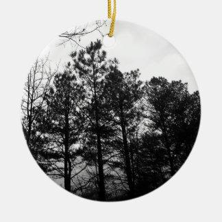Brouillard hanté éthéré brumeux en bois de forêt ornement rond en céramique