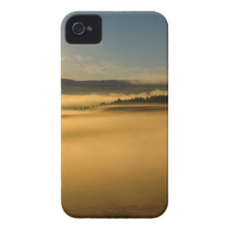 Brouillard sur le lac Yellowstone Coques iPhone 4 Case-Mate