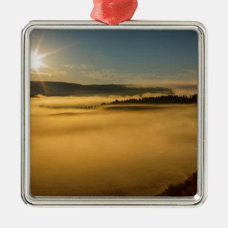 Brouillard sur le lac Yellowstone Ornement Carré Argenté