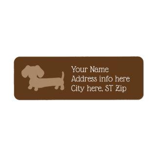 Brown et étiquettes de adresse bronzages de chien
