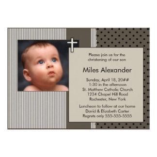 Brown mignon barre le baptême de photo de garçons invitation personnalisée