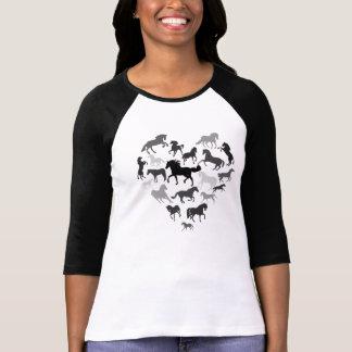 Brun de noir de cheval et de T-shirt de coeur