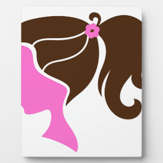 Brun de rose de silhouette de fille plaque photo