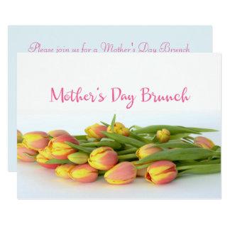 Brunch du jour de mère avec les tulipes jaunes et carton d'invitation  12,7 cm x 17,78 cm